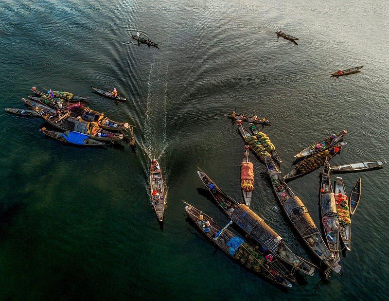 Vietnam Resumes Commercial Flights